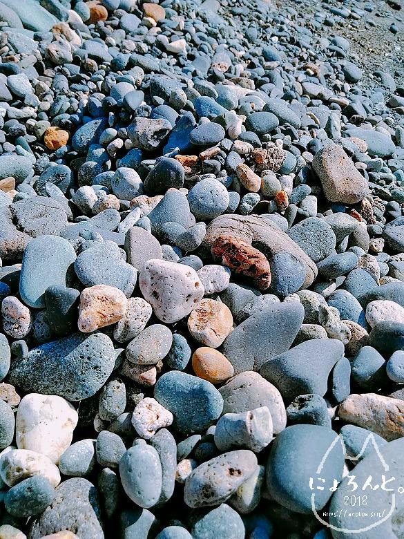 大浜海岸・石のアップ