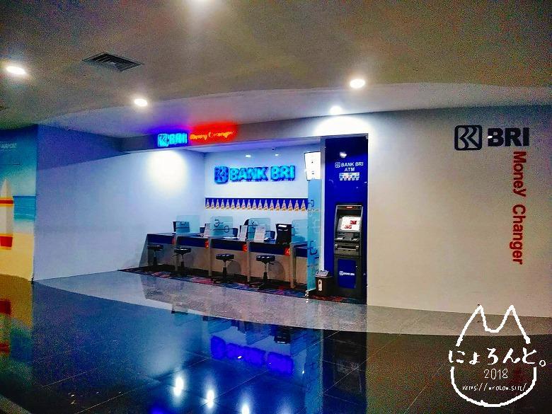 ングラライ国際空港・両替所