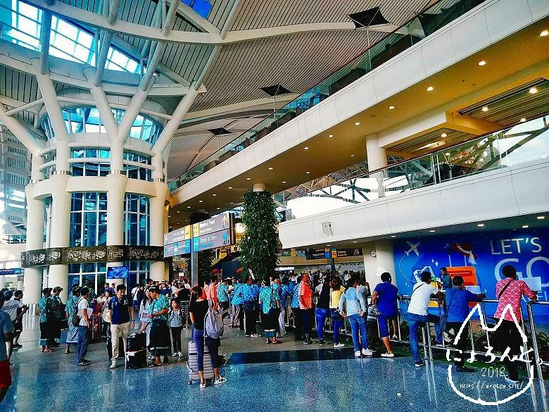 ングラライ国際空港・ミーティングポイント