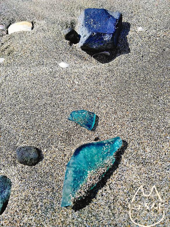 由比ヶ浜・危険なガラス片