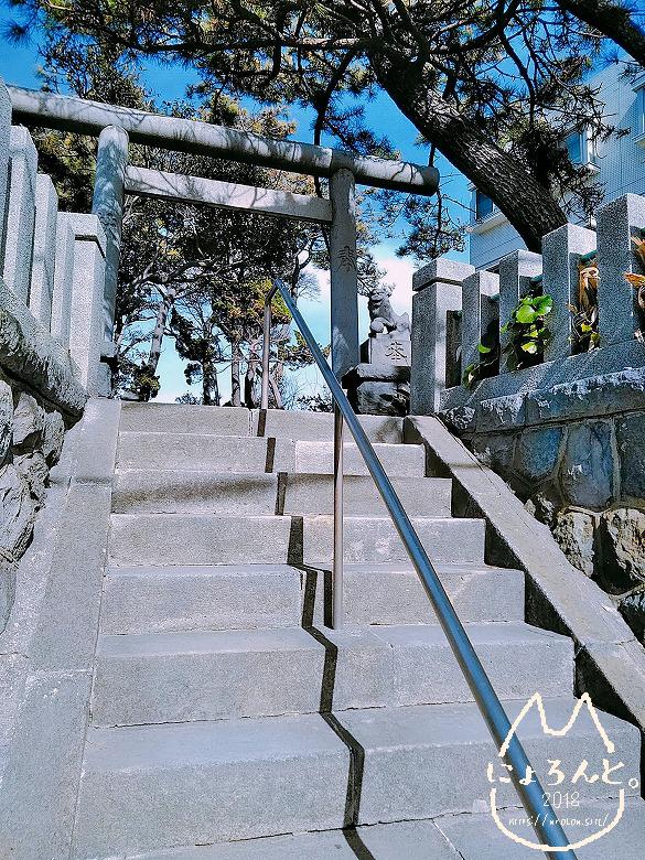 由比ヶ浜の近くの神社