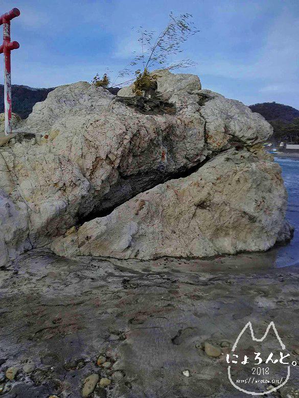 一式海岸・石祠