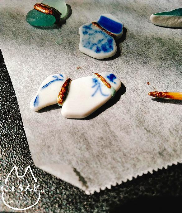 エポキシパテと金継ぎで作る呼び継ぎアクセ・表塗り中