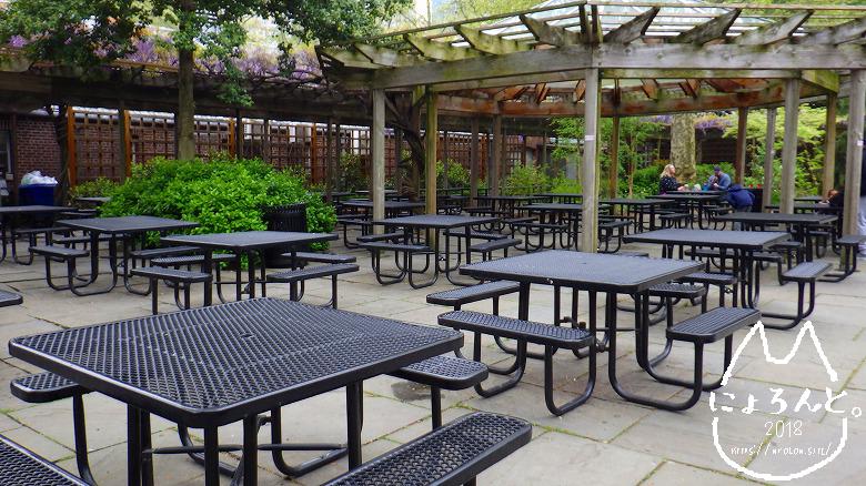 ニューヨーク・セントラルパーク動物園カフェベンチ