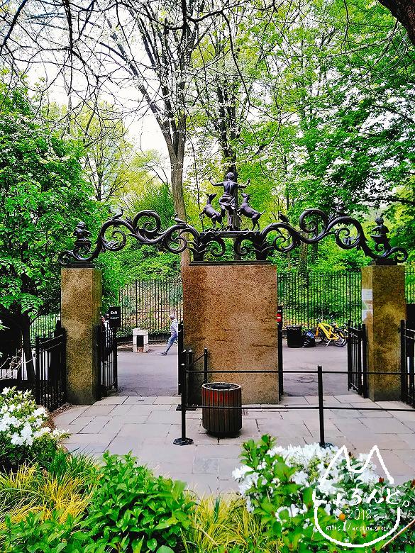 ニューヨーク・セントラルパーク動物園・子供動物園の門