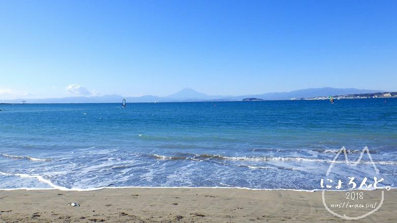森戸海岸でビーチコーミング/富士山