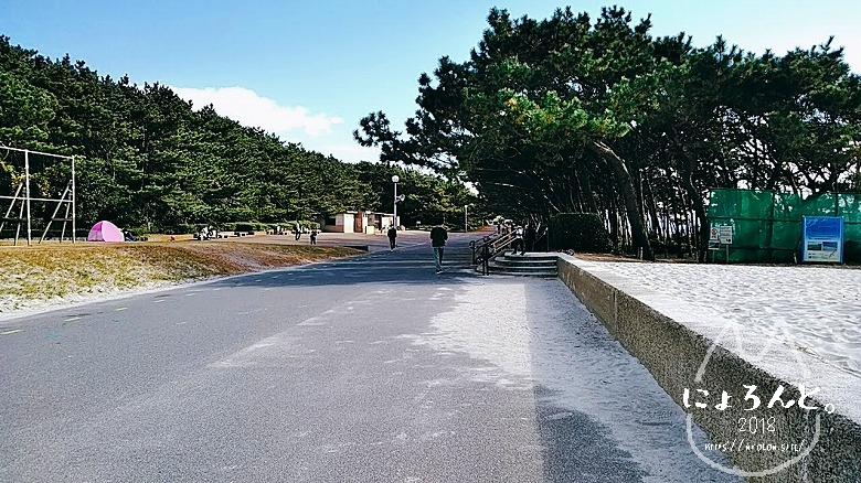 稲毛海岸でビーチコーミング/トイレ