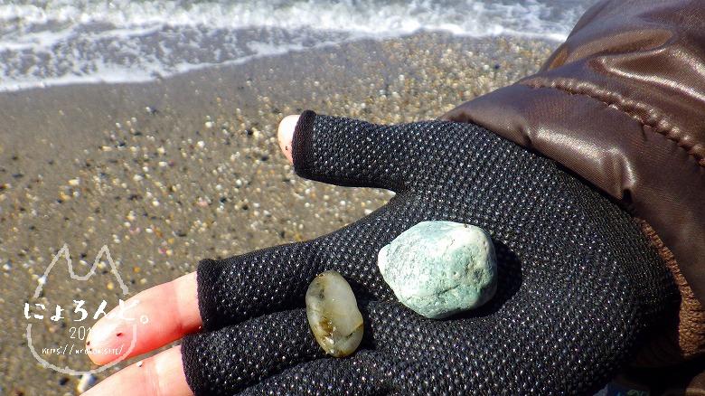 新舞子海岸でビーチコーミング/石英ときつね石