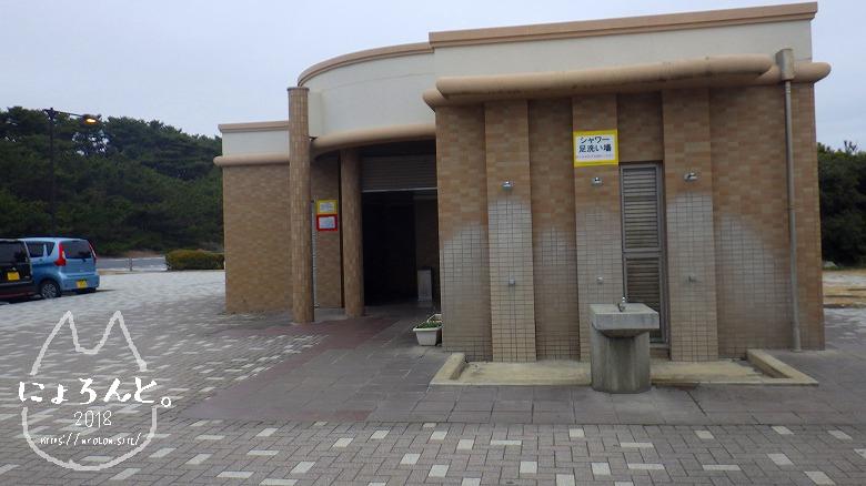 アクアワールド大洗駐車場前でビーチコーミング/トイレ