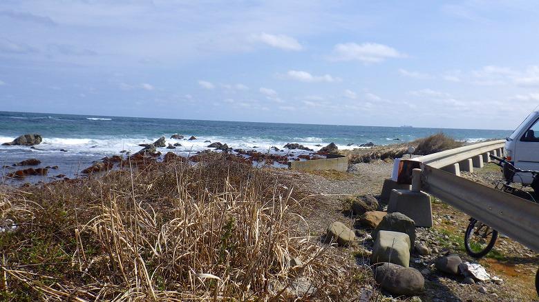 磯崎海岸でビーチコーミング/駐車場