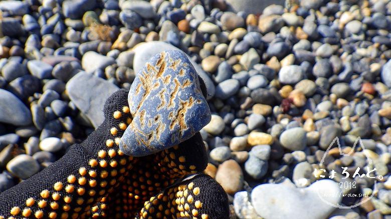 磯崎海岸でビーチコーミング/不思議な石