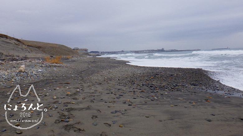 アクアワールド大洗駐車場前でビーチコーミング/浜の様子