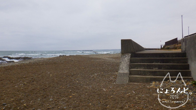大洗海岸・磯浜灯柱前でビーチコーミング/浜の様子