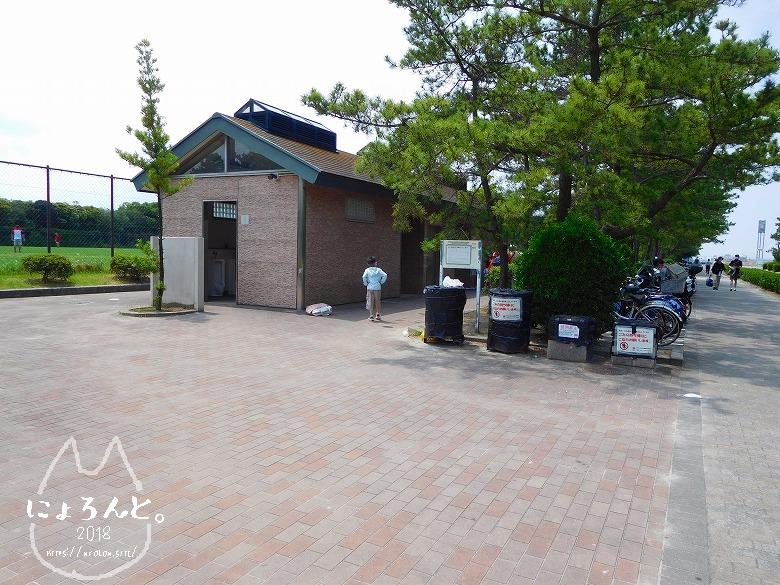 稲毛浜でビーチコーミング/トイレ