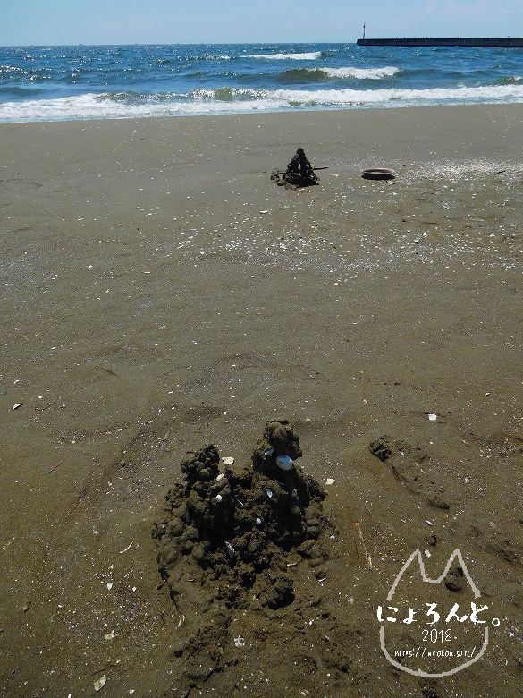 幕張の浜でビーチコーミング/砂の城
