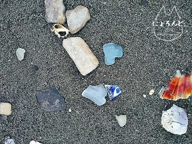富津・竹岡萩生港南でビーチコーミング/シーグラスと陶片