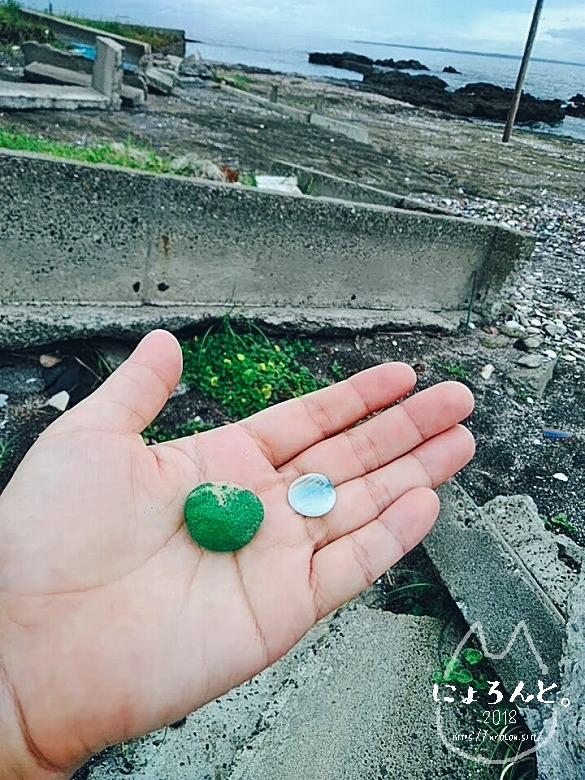 富津・竹岡萩生港南でビーチコーミング/おはじきと緑の石