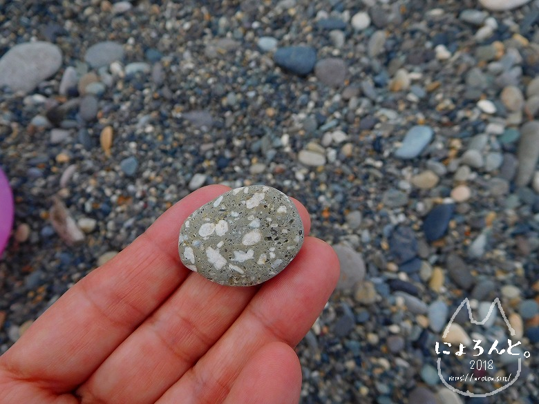 ヒスイ海岸(糸魚川海岸)でビーチコーミング/ツブツブの石