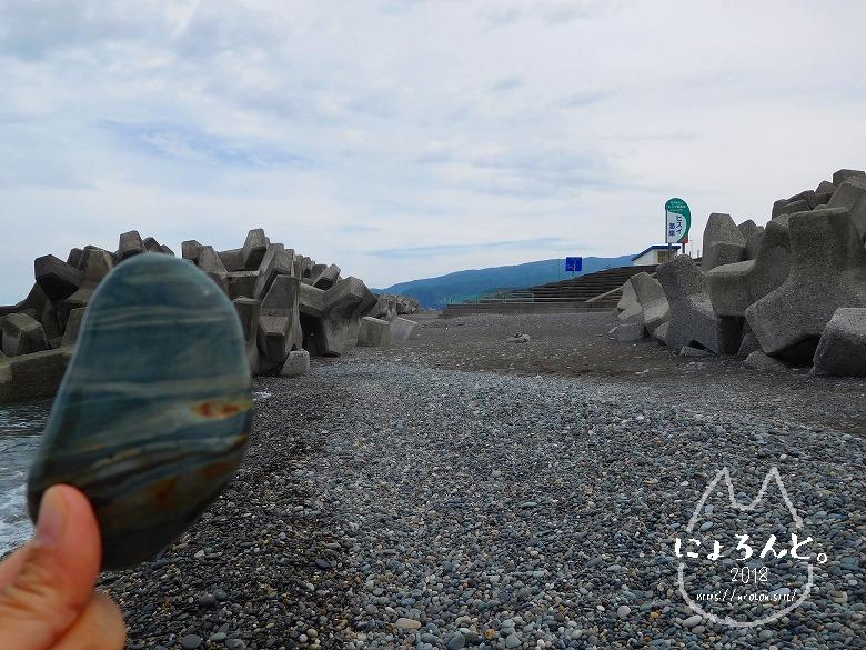 ヒスイ海岸(糸魚川海岸)でビーチコーミング/しましま石